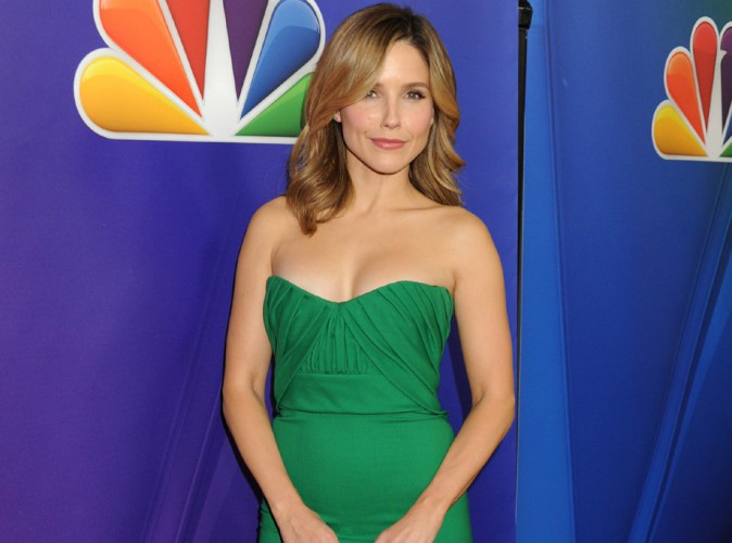 "Sophia Bush : la star de ""Chicago PD"" se met au vert sur le red carpet !"