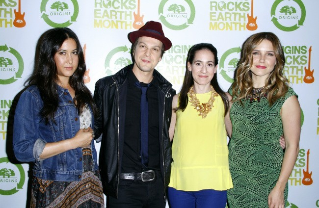 Vanessa Carlton, Gavin DeGraw, Jane Lauder et Sophia Bush lors du concert Origins Rocks Earth Month à New York, le 18 avril 2012.