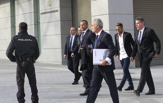 Photos : Soupçonné de corruption, Neymar Jr est passé devant le juge à Madrid