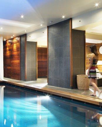 Un modelage - Body Massage au spa Vendôme