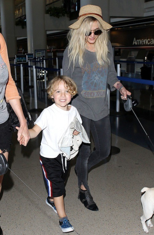 Ashlee Simpson à l'aeroport de LAX