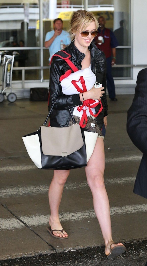 Ireland Baldwin à l'aéroport de Los Angeles