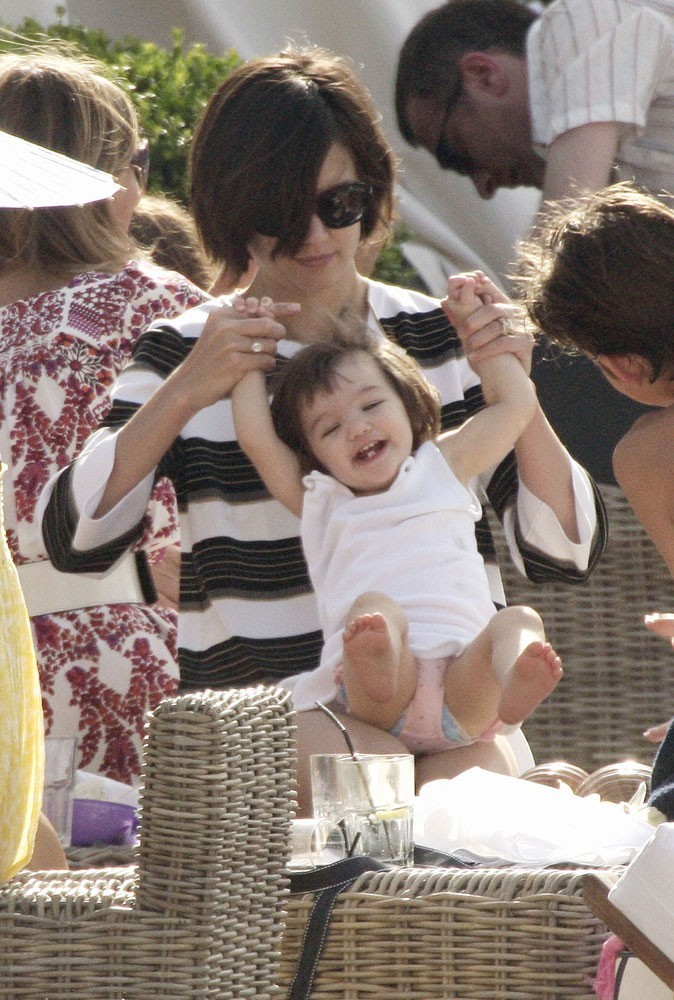 Suri Cruise en 2007 : le joli bambin enchante son petit monde