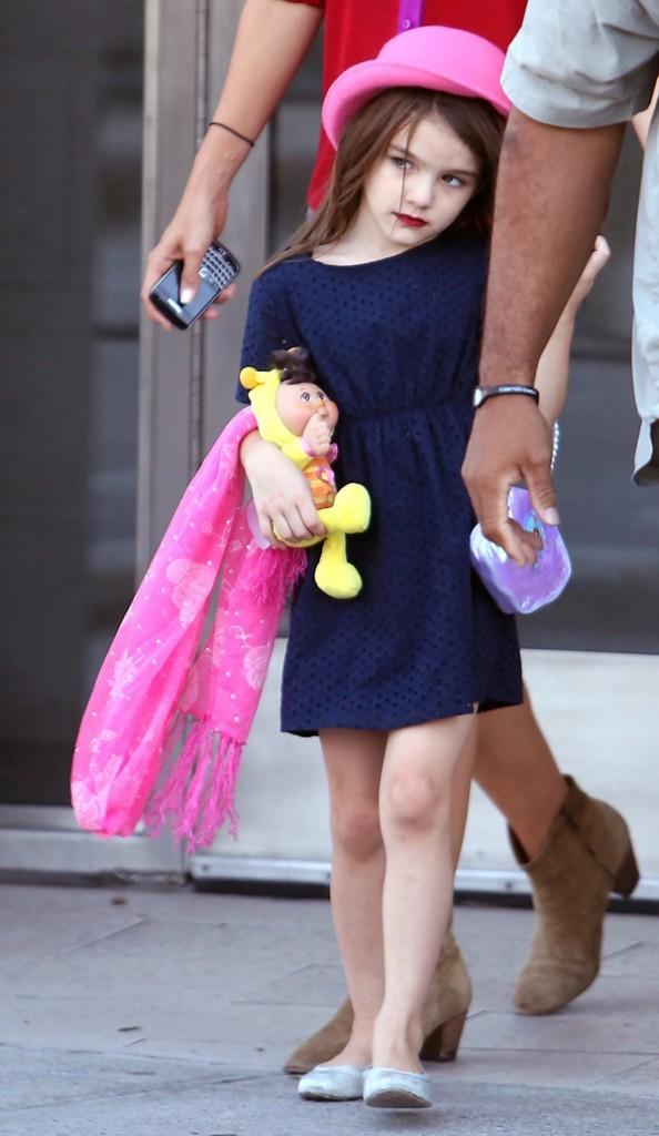 Une petite fille mature, mais qui garde son doudou à portée de main...