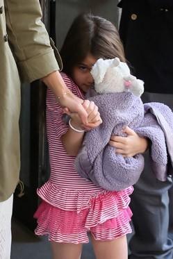 Petite regard en coin pour la fillette de tout juste six ans...