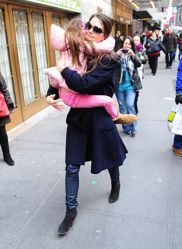 Katie Holmes et sa fille Suri Cruise à New York, le 2 janvier 2013.