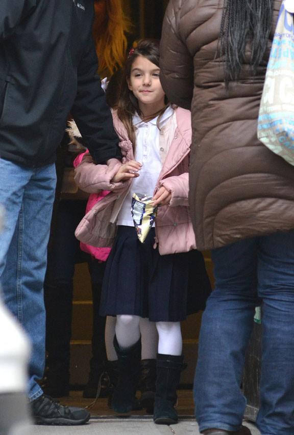 Suri Cruise à la sortie de son école de New-York le 10 décembre 2013