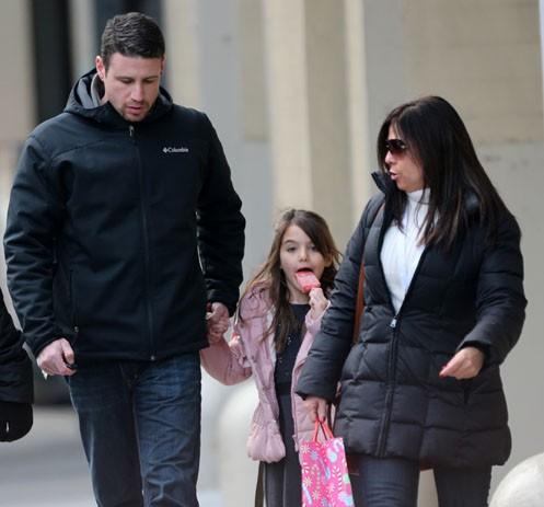 Suri Cruise à la sortie de son école de New-York le 11 décembre 2013