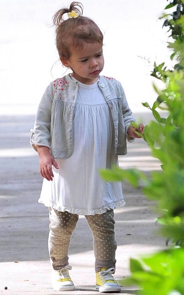 ...mais qui sait aussi parfois jouer les petites filles modèles !
