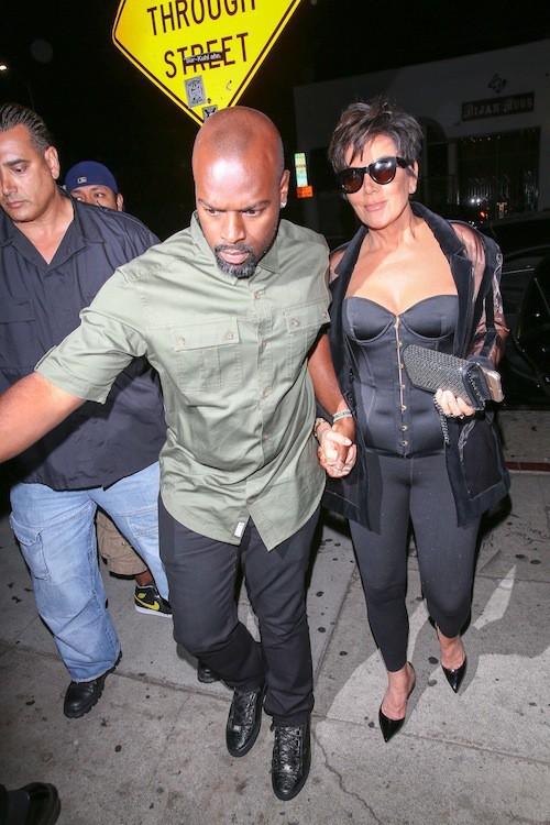 Kris Jenner et Corey Gamble à Los Angeles, le 9 août 2015