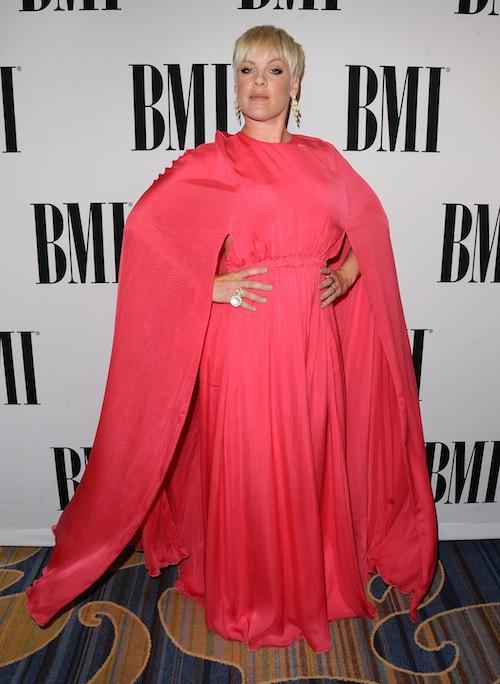 Photos : taclée sur son poids, Pink s'affiche sans complexe !