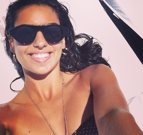 Photos : Tal : la chanteuse souffle ses 24 bougies et brille à coups de selfies !