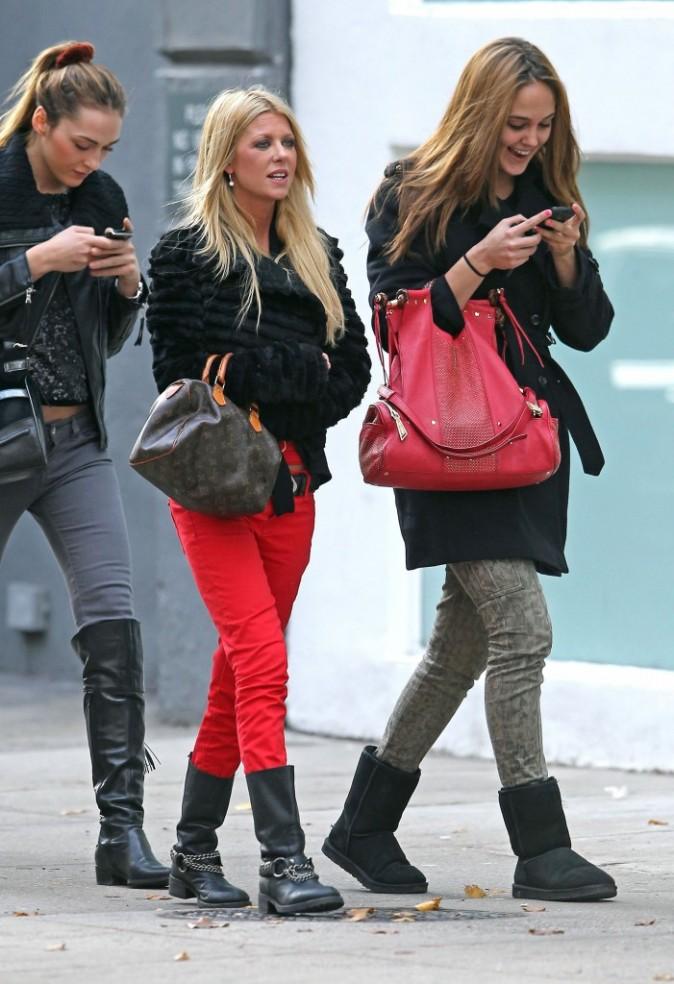Regardez comme elles sont heureuses d'avoir deux numéros de plus dans leurs téléphones !