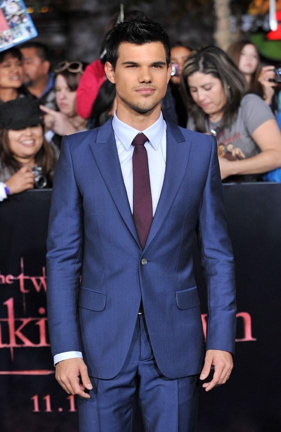 Taylor Lautner célibataire mais toujours aussi élégant !