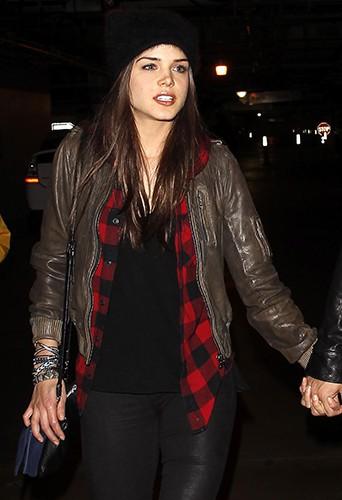Marie Avgeropoulos à Los Angeles le 9 décembre 2013