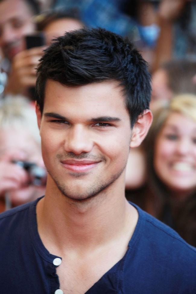 En voyant Taylor Lautner, les Frenchies sont devenues hystériques !