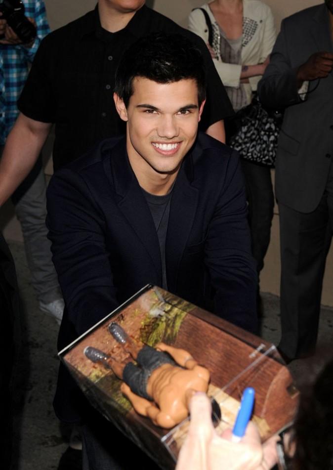 Taylor existe en verison Ken torse nu !