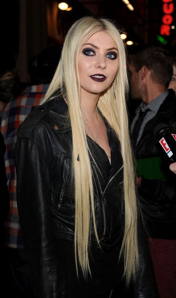 Taylor essaie-t-elle de battre des records de longueur avec ses cheveux ?