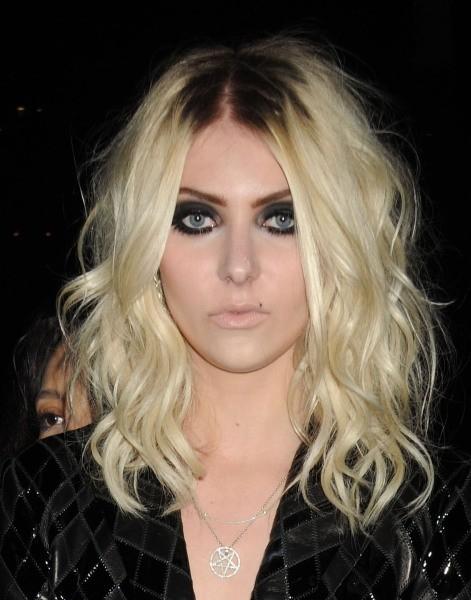 Taylor Momsen arrive à la soirée Versus Versace à New York, le 15 mai 2013.