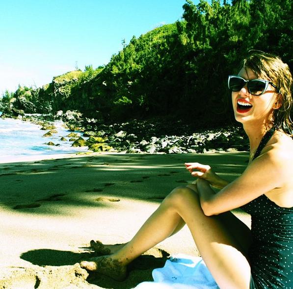 Photos : Taylor Swift : elle refusait catégoriquement de montrer son nombril... Mais ça, c'était avant !