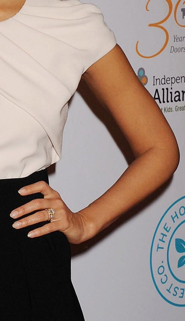 La femme parfaite possède... les bras de Jessica Alba