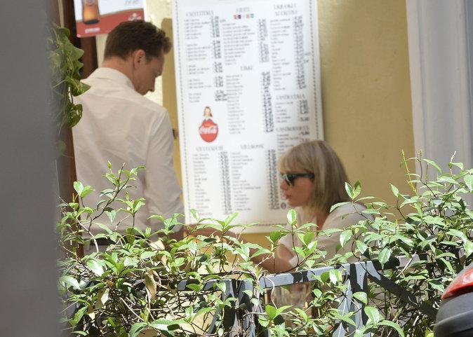À la terrasse d'une pizzeria pour un déjeuner en tête-à-tête