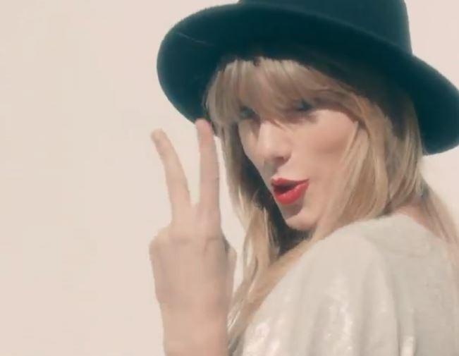 Taylor Swift dans son nouveau clip, 22 !