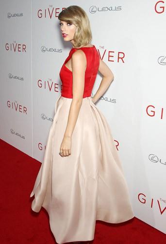 Taylor Swift à la première de The Giver au Ziegfeld Theatre à New York