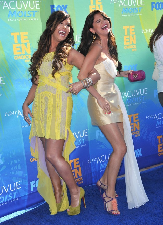 Demi Lovato et Selena Gomez lors des Teen Choice Awards 2011 à Los Angeles, le 7 août 2011.