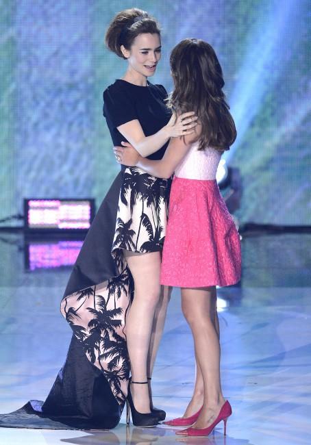Lily Collins et Lea Michele lors des Teen Choice Awards à Los Angeles, le 11 août 2013.
