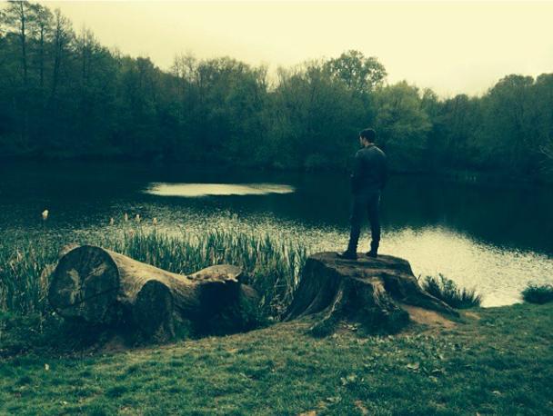 Photos : telle Eve, Kelly Brook dévoile son jardin d'Éden avec Jeremy !