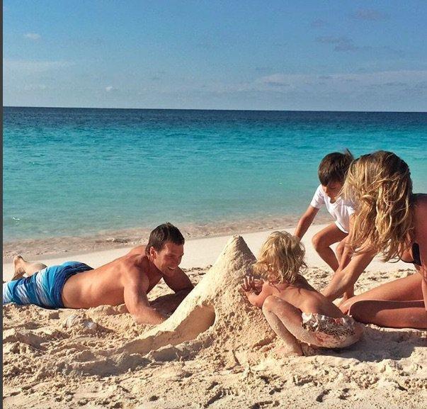 Un week-end à la plage pour les Bundchen- Brady