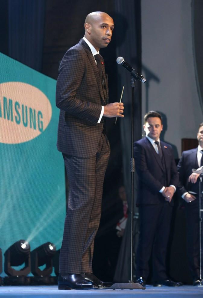 Thierry Henry se tient à carreaux devant le Prince Charles !