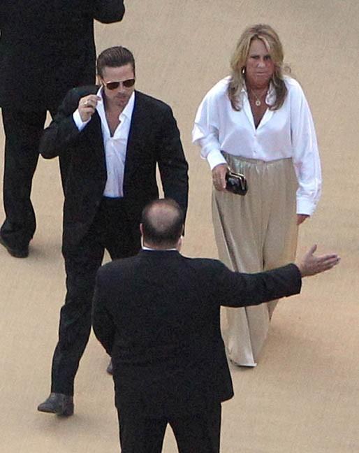 Brad Pitt sans Angelina Jolie, c'est son attachée de presse qui l'accompagne !