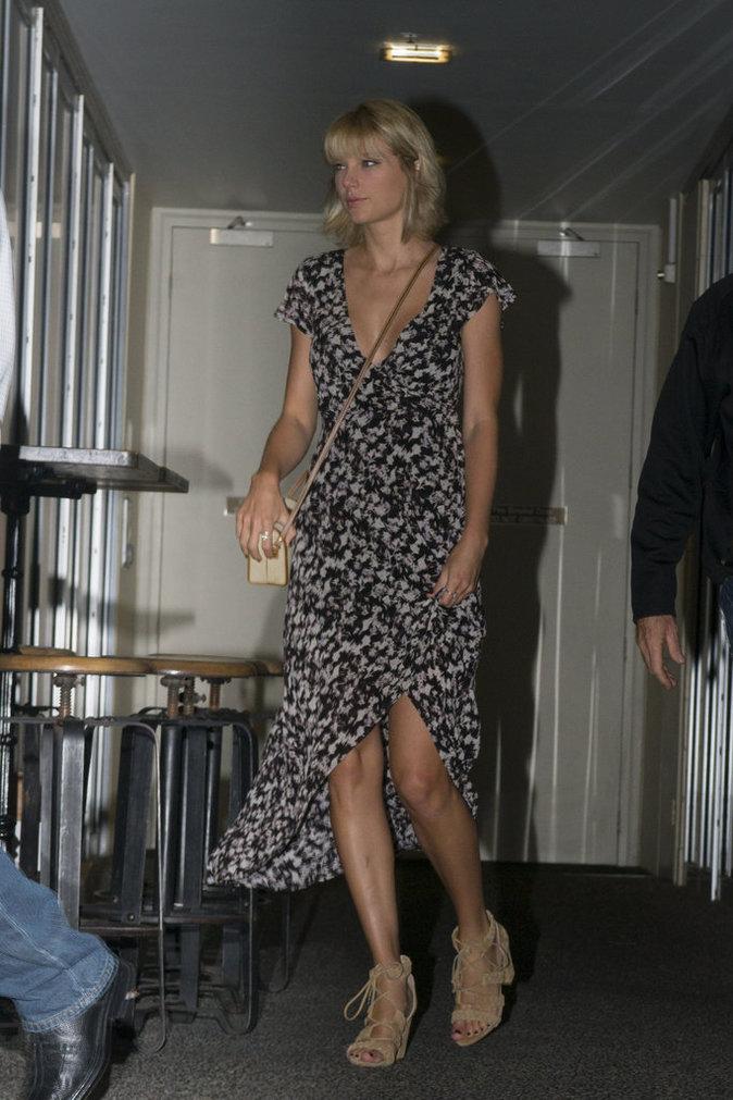 Taylor Swift a opté pour une robe longue et fendue