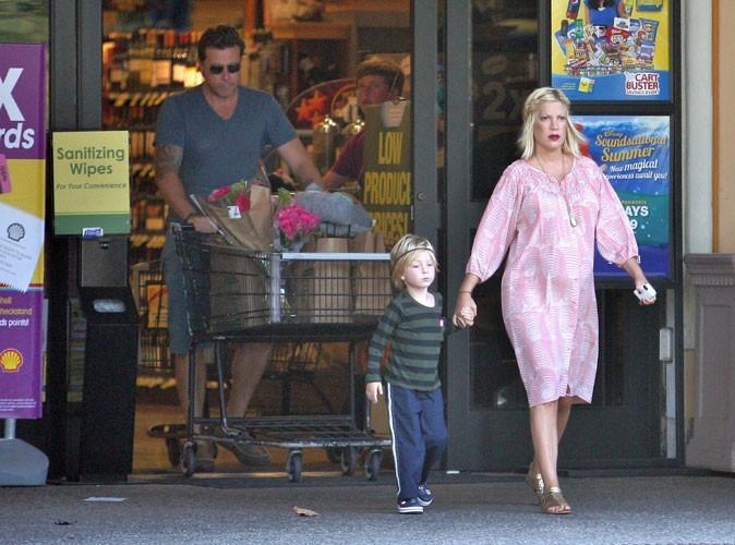Photos : Tori Spelling : elle passe sa vie au supermarché !
