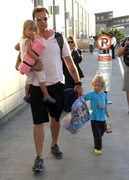 Dean McDermott, stoïque avec les petits Liam et Stella