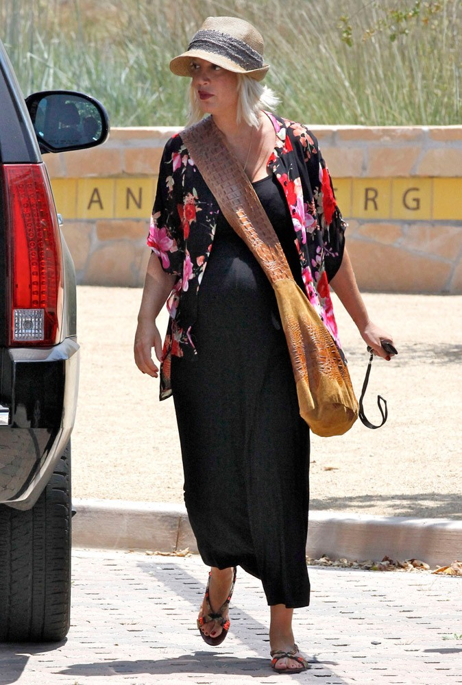 Photos : vu son gros ventre, Tori devrait peut-être se ménager un petit peu...