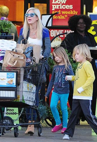 Tori Spelling et ses enfants à Los Angeles le 1er janvier 2014