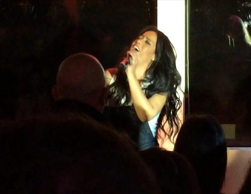 Amel Bent lors de la tournée Pop Love Chérie fm à Paris, le 29 janvier 2013.