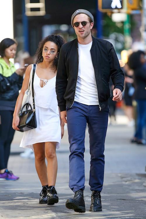 Photos : Une amie de Robert Pattinson montre ses seins pour le protéger, FKA Twigs tente de rivaliser !