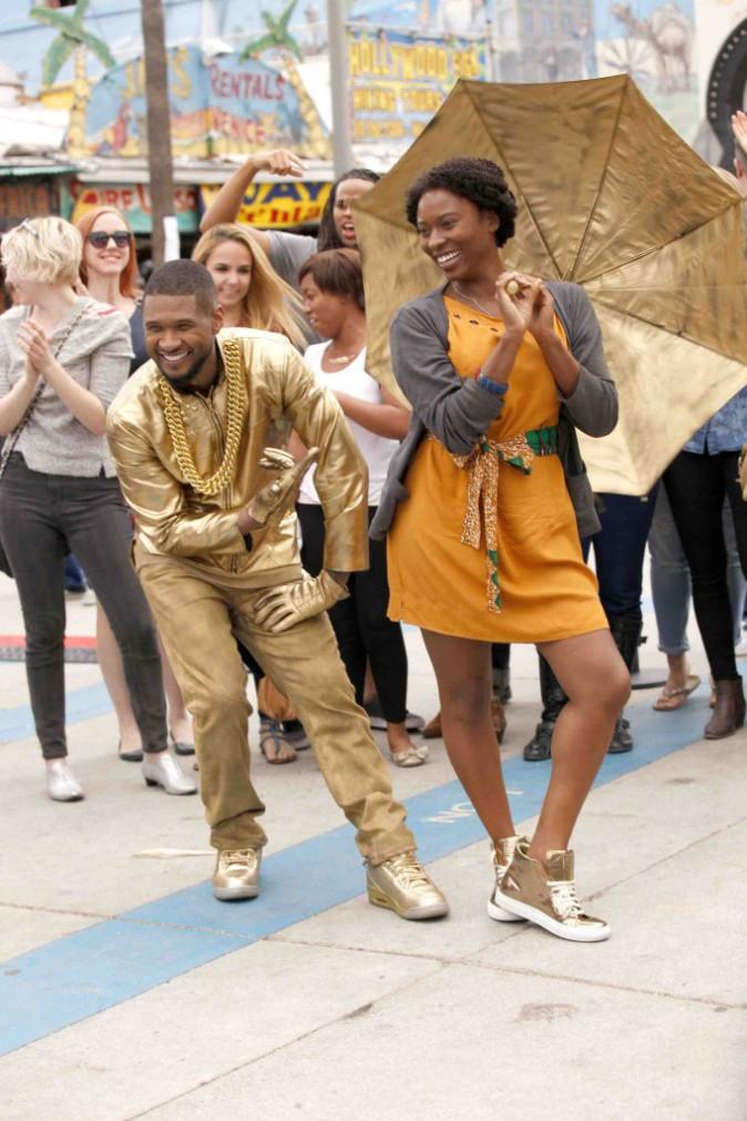 Usher : déguisé et dansant en pleine rue, il surprend ses fans !
