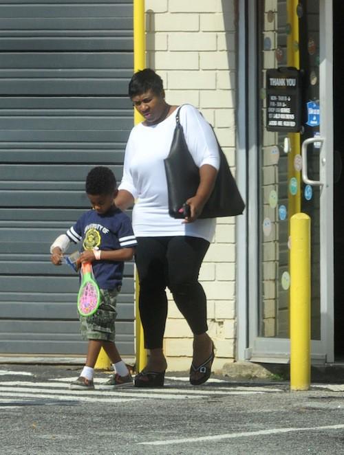 Photos : Usher : son fils est sorti de l'hôpital et se fait couvrir de cadeaux bien mérités par sa grand-mère !