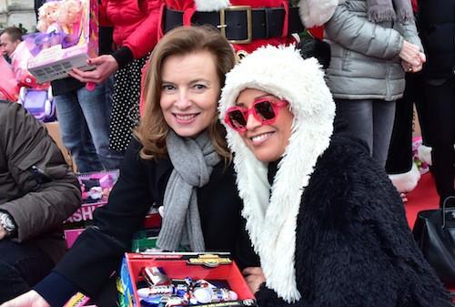 Valérie Trierweiler et Lââm à la distribution de cadeaux du Secours Populaire