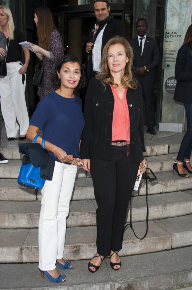Photos : Valérie Trierweiler : tout sourire avec son amie Saida Jawad au défile Paul and Joe !
