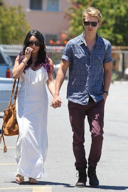 Vanessa Hudgens et Austin Butler à Studio City, le 24 juin 2012.