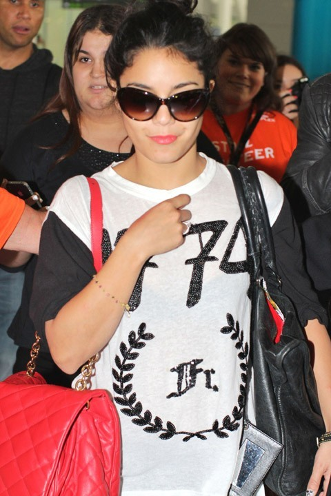 Vanessa Hudgens à l'aéroport de Toronto le 6 septembre 2012