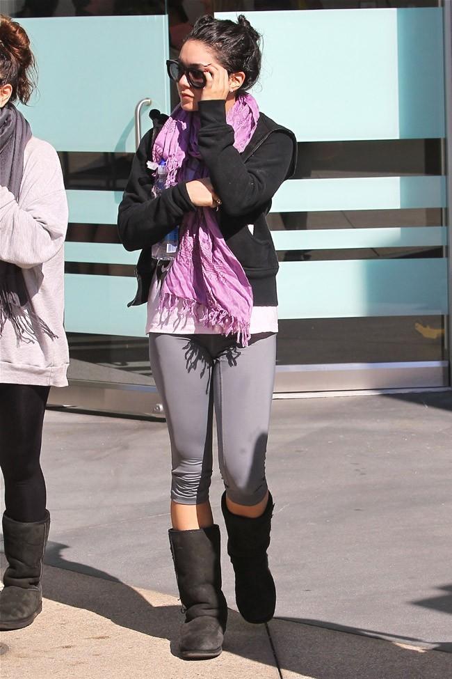 Vanessa Hudgens et sa soeur Stella à West Hollywood le 26 février 2013