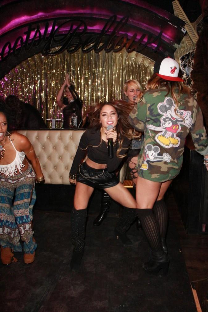 Vanessa Hudgens et le groupe YLA en showcase au Bootsy Bellows à Los Angeles, le 24 septembre 2013.