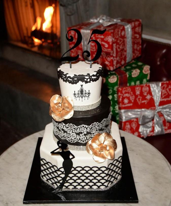 Le gâteau d'anniversaire des 25 ans de Vanessa Hudgens.